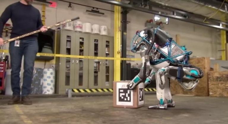 wat-er-gebeurt-als-je-de-nieuwe-google-robot-een-flinke-duw-geeft