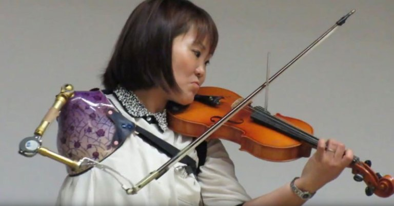 one-arm-violin-japanese-woman-playing